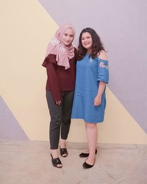 Sejenis duet #ootd dan #minireunion gitu deh 🤪 @bebenadila #theshonet #theshonetfashion #theshonetinsiders#ootdindo #outfitoftheday #lookoftheday #fashion #fashiongram  #clothes #wiw  #instafashion #outfitpost #ootdfashion  #ootd #todaysoutfit #fashiondiaries #clozetteid #bhfyp #kriwil #curlyhair #curlynaturalhair #curlyhairstyles #curlyhairroutine #curlycommunity #curlygirl