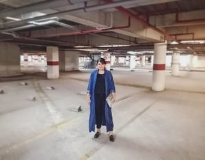 Mumpung kemaren malem parkiran mall udah sepi 😁😋 Jadi... beli novel apa lagi yaaa? 😋🙈🙊 #ootd #ootdindo #outfitoftheday #lookoftheday #fashion #fashiongram  #outfit #clothes #wiw #envywear #instafashion #outfitpost #ootdfashion #ootdfash #ootds #wiwt #black #blackdress #blackoutfit #fashionpost #todaysoutfit #fashiondiaries #clozetteid