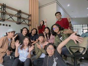 Group picture sama geng zillennials @radiskasyh @thoriqmaulana_ @brendaaa85 🤣🤣🤣 #clozetteid #latepost