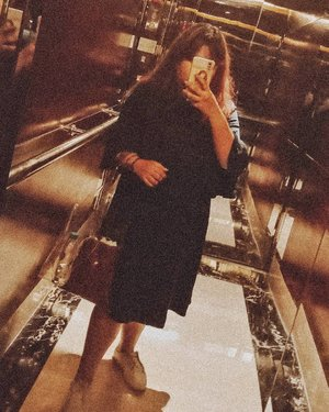 #mirrorselfie #ootd #elevatorselfie #latepost #Clozetteid #ootdmagazine #ootdfashion #ootdfash #outfitoftheday #lookoftheday #fashion #fashiongram  #clothes #wiw  #outfitpost  #ootd #todaysoutfit #fashiondiaries  #fashionblogger  #outfitoftheday  #fashionista  #streetstyle