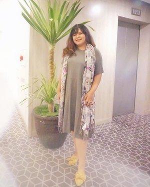 Caption : Merem- merem cantik 🙄  #ootd #ootdindo #outfitoftheday #lookoftheday #fashion #fashiongram  #outfit #clothes #wiw #envywear #instafashion #outfitpost #ootdfashion #ootdfash #ootds #wiwt  #fashionpost #todaysoutfit #fashiondiaries #clozetteid #iamwearingtia