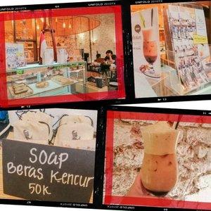 """My second visit to @acaraki.jamu this year! Jadi tadi sekalian mampir buat ambil postcard yang dikasih waktu first visit. Senengnya pas balik kesini lagi udah ada menu jamu baru, yaitu """"Berkesan"""" yang gak kalah enaknya sama jamu """"Saranti"""" ✨❤ #foodie #foodstagram #foodgawker  #kulinerjakarta #foodporn #foodstagram  #foodgasm #mouthgasm #foodphotography #food52 #foodtruck #foodpic #jktgo #manualjkt #jakartafoodbang #jktfoodbang  #jktfood  #tasyaeats #zomato #zomatoid #TasyaForZomato #Clozetteid"""