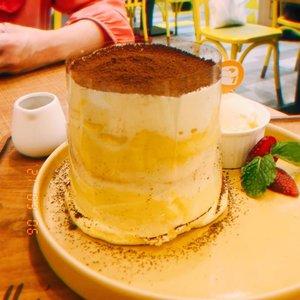 "Super duper #latepost banget berminggu2 🤣✌️😭. Gambarnya ""bocor"" tapi aku suka gimana dong 📸.Pancake 🥞 @panco.id rasa tiramisu my laaafff 🥰💕 #clozetteid"