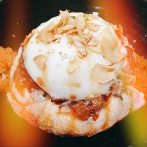 #Clozetteid #foodie #foodstagram #sushi #japanesefood #sushitei #egg #eggyolk #salmon #rawsalmon #TasyaForZomato #zomatoid #zomato