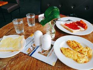 #morningbreakfast #clozetteid #foodie #foodstagram #foodgawker  #kulinerjakarta #foodporn #foodstagram  #foodgasm #mouthgasm  #food52 #foodtruck #foodpic #jktgo #manualjkt #jakartafoodbang #jktfoodbang  #jktfood  #tasyaeats #foodphotography  #eggporn #foodporn #foodgasm #mouthgasm