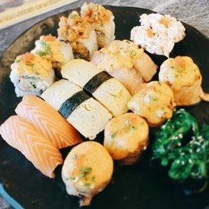 A plate of happiness #sushi sepaket gini cuma 150rb @sushigo_id 😍😘 #tasyaeats #foodie #japanesefood #clozetteid