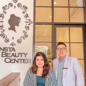 "#latepost Beauty Treatment at  @instabeautycenter with Dr. Alberto Kosasih!  I was having 10 kind of facial treatment such as : - Red Carpet Oxygen Facial - Hollywood Hydrapeel - Radio Frequency - Deep Comedo Peeling - Blood Circulation Massage - Black Gold Mask - Pure Oxygen Infusion - Serum Penetration - Insta Silk Peeling - Insta Glow Laser  Full review will be up on my blog soon!  Swipe left to see Before and After Picture! (Ps, : The ""AFTER"" picture was taken after i finished 8 treatments, excluding Insta silk peeling + insta glow laser. Final result will be posted on my blog!) #makeup #beauty #makeupaddict #makeupjunkie #motd #makeuplover  #instamakeup #skincare #skincareaddict #skincareaddiction #skincareproducts  #wakeupandmakeup #clozetteid  #tasyamakeuppreference #beautychannelid #beautybloggerindonesia #bloggerceria #ragamkecantikan #tampilcantik #indonesianbeautyblogger #indobeautysquad #beautybloggertangerang #bloggermafia  #kbbvfeatured"