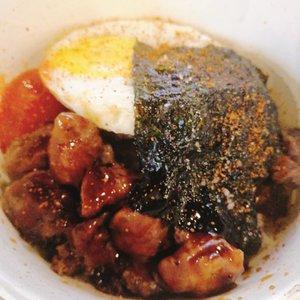 Wagyu + sunny side up + nori + rice = BOMB 💣🍚😍☀️ #Clozetteid