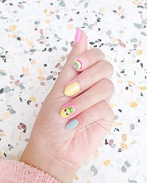 . Kangen banget pake nail art kaya ginii, nail art kece ini buatan @mvs.nails yang hasilnya selaku sesuai sams ekspektasi aku 🌼 .. Ada yang punya rekomendasi IG yang share tentang nail art gaa? Atau yang jual kuku palsu tapi bisa request nail art yang kita pengen, boleh banget tag ya beeeb hehehe .. #DemiasNailArt #ClozetteID #ClozettedAmbassador #beautygoersid #BandungBeautyVlogger #bandungbeautyblogger #jakartabeautyblogger