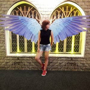 Take these broken wings and learn to Fly 💕 . . #wings #itsanatte #clozetteid #quotes #zara #levis #reebok #sephoraidnbeautyinfluencer #beautynesiamember