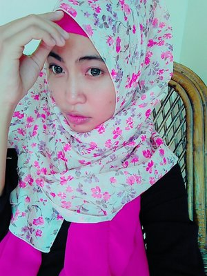 My make up of the day #motd Sweet and soft make up look using eyes with pink eyeshadow.. #ClozetteID #cotw #pinkselfie #motd #hijab #stanbeautygram #makeup #makeupoftheday