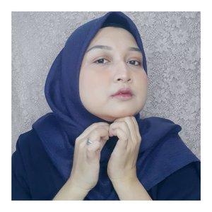 Make Up untuk sahur pertama!Marhaban Yaa Ramadan. Maaf tidak bisa bersilaturahmi secara offline sambil berjabat tangan lalu berpelukan, namun sejatinya bermaaf-maafan bisa dilakukan tanpa tatap muka, yang penting ikhlas. Ya kan? Ya ga si? 😊 ..#selflove #clozetteid #makeuplooks #makeupideas