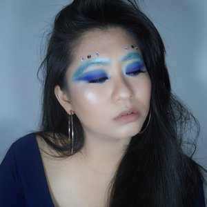 Feeling so blue 💙•Tryin' to recreate @nikkietutorials #BlueBlood Make Up Look #Failed ☹️ But i love it tho, still!•Here I'm using my-oldie-but-goodie @bhcosmetics Eyes On The '80s Eyeshadow Palette on my eyes and Lizzy @rollover.reaction in my lips.#bhcosmetics  #bhcosmeticspalette #BHPRsearch #BHbeauty #ClozetteID #rolloverreaction