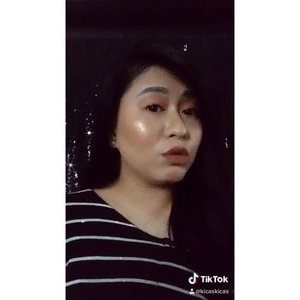 Abis makeup, ku terus duettin Cici @danillariyadi 🖤 • Ceritany iseng, abis bikin IG Story 'Get Ready With Me' sama produk-produk dari @sariayu_mt  Base :  Sariayu Tinted Moisturizer SPF 20, 02 Natural Sariayu Two Way Cake SPF 15, 01 Light  Bronzer, Blusher, Highlighter : Sariayu Color Trend - Inspirasi Sumba - Cheek Palette, Peach  Eyeshadow Cream : Sariayu Color Trend - Inspirasi Sumba - Lip+Cheek, S03 Serene  Lips : Sariayu Warna Indonesia 2019 ; Lite Lip Cream WI - 02 Hydra Lip Tint WI - 02 • #ClozetteID #SOCOBeautuNetwork #TikTokBeauty #TikTokSea #TikTok #TikTokID #SariAyu #CantiknyaKebaikan #FearlessBeauty #BeautifyingIndonesia #50yearsBeautyJourney
