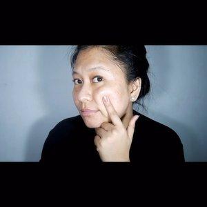 #LocalMadness Obviously, my skin needs more love 😭 Terus baru sadar, ternyata di rumah banyak juga skincare dari brand lokal yang cocok di kulit muka rewel ini!!!!!! • @eminacosmetics Micellar Watter - Drop Cleanser • @avoskinbeauty Miraculous Refining Toner • @erha.dermatology Age Corrector Serum • #AvoskinBeauty Miraculous Serum • @wardahbeauty Nature Daily Sheet Mask - Aloe Vera • @purbasari_indonesia New Cell Eye Serum Roll On - P.S : biasanya ku pakai serum setelah sheet mask, lalu iseng ikutin @xrzkix serum sebelum sheet mask. Endul juga ternyata ♥️ - #ClozetteID #AcneFighter #EminaCosmetics #BornToBeLoved #BeautyisFun #TheMiracleForSkin #ReviewAvoskin #PesonaCantikAlami #WardahNatureDaily #WardahNatureDailySheetMask #WardahFeelTheBeauty #WardahFeelRefreshed #IamERHA #Erha #AgeCorrectorSerum #NewCell #NewCellEyeSerumRollOn #Purbasari #skincare #indobeautygram #indobeautyblogger #beautybloggerindonesia