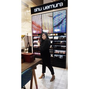 Congratulations #ShuUemuraID @shuuemura for your new concept counter at SOGO Mall Kelapa Gading. • My last Saturday's Highlights : Puas banget mainan make-up! Puas mainan Rouge Unlimited #RD163 ; Lipstick merah yang versatile - universal untuk semua skintone. Terus keracunan Cleansing Oil #ShuUemura yang beneran bisa bikin dosa make up luntur dengan sekejap 😭😭😭 Kicass, where have you been????!!!! • Well, thank you so much for having me Kak @anggarahman Beb @dendence and @facetofeet_id ♥️♥️♥️ • #ClozetteID #MakeupLover #makeuplovers #makeupartist #makeupjunkie #makeupblogger #beautylover #beautyblog #mua #beautygram #beautybloggerpage #indobeautygram #indobeautyblogger #beautybloggerindonesia #BeautyBloggerIndo #inssta_makeup #makeupisart #makeuplooks #make4glam #liquidlipstick #lumix #lumixgf8 #undertheradar_makeup #tampilcantik #makeuptutorial