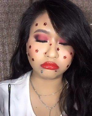 Yah lagi pengen tjentil aja . . . 💋Masih sama lipstick-lipstick merah punya @shuuemura •••#ClozetteID #SOCOBeautyNetwork #IndoBeautyGram #shuuemuralipstick #shuuemuraindonesia #redlips #redlipstick #TikTok #TikTokID #TikTokIndonesia #TikTokBeauty