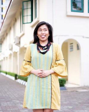 Swipe ➡️📷: @almazia Friday i'm in love . . . Wearing Tunic Toraja Mamasa for Beauty Soiree @avoskinbeauty x @torajamelo at @museum_tekstiljkt 😘•Kemarin, Avoskin dan Torajamelo resmi ber-duet untuk empower dan encourage para Penenun Perempuan Indonesia. Psssttttt,... 'di belakang' Torajamelo ada ribuan Penenun Toraja, Mamasa, Lambata & Adonara. Itu aja nih? Gak dooong. Avoskin juga launching Ultra Brightening Cream. Kicas suka teksturnya, creamy tapi cepet meresap di kulit ❤️•Lengkapnya nanti di #kikicasmitaBlog yah. Tentang Avoskin, produk terbarunya, juga tentang Torajamelo. Jujur, ini akan menjadi cerita dongeng yang bikin baper. Setidaknya buat Kicas. Iyaaaaa, kemarin selama acara tuh Kicas sedih sebenernya denger cerita Ibu @dinnyjusuf (CEO Torajamelo). Tapi Kicas tahan air mata, malu sama nyonyah @apriej 😭😭😭 Eh salah, Perempuan Indonesia harus Kuat pokoknya!•#AvoskinxTorajamelo #WeavingTheBrighterStory #GoodbyeDullskin #PesonaCantikAlami•#ClozetteID #MakeupLover #makeuplovers #makeupartist #makeupjunkie #makeupblogger #beautylover #beautyblog #mua #beautygram #beautybloggerpage #indobeautygram #indobeautyblogger #beautybloggerindonesia #BeautyBloggerIndo #tampilcantik