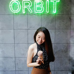 """Wanna some ice cream? 🍨🥰Try """"Sorry I'm Prettier""""(strawberry flavour)and """"Take me to Italy"""" (vanilla biscuit flavour)..It taste so yummy and creamy😍I tried those yesterday and its highly recommended!!😘🥰 Thank you @orbitgelato for the treat! 💕-#orbitgelato#gelato#icecream#OnieFoodJourney #OnieOOTDSpot"""