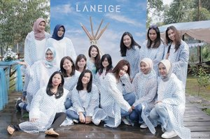 Full team for @laneigeid Sparkling Squad 2nd gathering! ❤So happy to be a part of this family! Thankyou for having me! 💙💙-#SparklingSquad #SparklingSquadGathering #Laneige #LaneigeID #SparklingBeauty