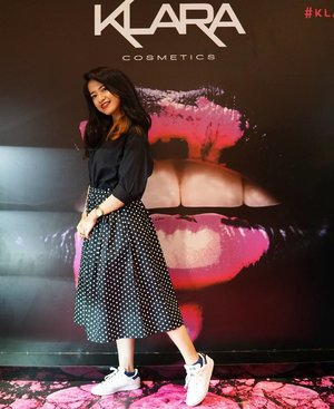 @klaracosmetics_id is already launch. Grab it fast on Plaza Indonesia Beauty Week. It's already available on @sephoraidn. Trying out the lipstick.... KISS PROOF❤❤❤ But wait.. i'm so in love with the Glow Kit😢 so gorgeous and instantly glowing+highlighting+shining. #sephoraIDNBeautyInfluencer  #PIBeautyWeek  #sephoraIDN #klaracosmetics #clozetteid