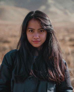 Skincare dan makeup ke bromo, be like🤷🏻♀️:- @cosrx_indonesia Aloe Soothing Sun Cream SPF 50+ PA+++.- @pondsindonesia Instabright Glow up Cream Pearly Aura- @mobcosmetic PRO BROW SCULPTOR EYEBROW- @wardahbeauty EyeXpert Optimum Hi-Black Liner - @altheakorea Watercolor Cream Tint.#clozetteid