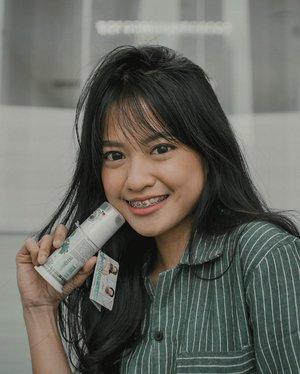 """.[GIVEAWAY ALERT! 🎉] Aku dan @Dentiste.id pengen bagi-bagi produk oral care premium baru yg unik banget nih! Tapi, simak duluu yaa penjelasannyaa.. Kalo bangun tidur pasti sering kan ngerasain aroma ga enak dari mulut, padahal malamnya udah sikat gigi. Nah, mungkin karena kalian nggak sikat gigi dengan pasta gigi khusus yang diformulasikan untuk bunuh kuman dan bakteri yang berkembang biak di malam hari.Nah, @dentiste.id Nighttime Herbapeutic Toothpaste ini merupakan World's first nighttime toothpaste. Jutaan orang di seluruh dunia udah pakai dan nggak ada lagi bau mulut di pagi hari. Dan sekarang udah hadir di Indonesia! Pasta gigi ini mengandung 14 Natural Herbal Extracts, Xylitol, Vitamin C, Cyclodextrin Complex (CDX) serta bahan alami lainnya yang diformulasikan secara khusus untuk melindungi kesehatan gigi dan mulut. Dentiste melindungi gigi dan mulut dari bakteri penyebab bau mulut yang berkembang biak di malam hari. Mau coba GRATIS? Yukk ikutan giveaway-nya!1. Follow @dentiste.id;2. Tulis di kolom komen, cara kamu mengekspresikan """"Bye Bye Bad Breath"""" dengan emoji (misalnya: 👋😷🌬)3. Mention @dentiste.id dan 3 orang teman;Pemenang yang beruntung bakal dapetin produk Nighttime Herbapeutic Toothpaste dari @dentiste.id. Goodluck!....#clozetteid #bloggerjakarta"""