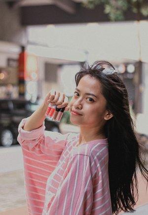 Liburan kemarin akhirnya memutuskan bawa @eminacosmetics Lip Minis karena praktis banget dan gampang diselipin dimana2. Ga makan tempat dan suka sama Magic Potionnya. Cepet kering dan meresap di bibir tp bikin bibir tetap lembap dan warnanya cantik. Kalo di bikin ombre juga seru! Anw, Emina Lip Minis ini bisa kamu dapetin di @sociolla  @beautyjournal  #GetThemMini #EminaxBeautyJournal