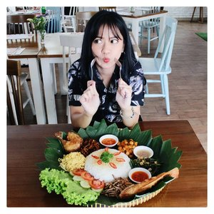 Ini bukan tumpeng. Tapi Ramadhan Yu Shang Menu dari @gastromaquia. Yu Shang artinya makan tengah. Buat rame2. Jadi harus dicampur/diaduk dulu semuanya, baru deh dimakan ramean. . Menu ini khusus dibuat untuk Bulan Ramadhan nanti. Pas banget buat buka puasa bersama. Bisa disesuailan porsinya dan..... Enak banget yaaaa apalagi ikan terinya!!!! Yaaa.. lidah aku emg lidah masakan Indonesia bgt sih. . Kalo lagi laper bgt yaaa juara sih.👏👏👏👏 . 📸 by mas2 . #ClozetteID #ClozetteIDReview #Food #clozetteidxgastromaquia #gastromaquia #gastromaquiajkt #senopati #Ramadhansetmenu #Ramadhanmenu #jktfoodies #spanishrestaurant #kulinersenopati #kulinerjakarta