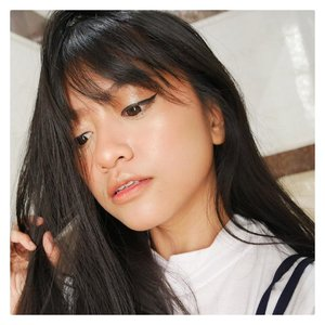 First impression @sorchacosmetic ULUWATU. Cakep banget golden pink nya. Ga silau layak highlighter lain tapi justru aku lebih suka, karena jadinya nyatu banget di kulit, natural. Nggak silau kayak lampu2 neon. Pengen pake semuka2 kali ya besok2, biar glowingnya semuka. Teksturnya super juga halus banget. Detailnya nanti di blog ya!!! #clozetteid #makeup #beautyblogger #bloggerjakarta #beautybloggerjakarta #jakartabeautyblogger
