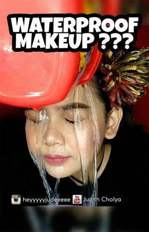 Ceritanya nge test ketahanan makeup dengan cara di guyur air 😂 inspired by @aro_kopa waktu itu pernah guyur begini juga buat ngetest mascara wkwk.. As you can see makeup aku masih ada ya 😭 gapaham lagi, malah makin matte & makin mulus makeup aku setelah diguyur wkwk.. Abis di tap tap pake handuk juga ga transfer sama sekali gokil! Gue rasa yg nahan complexion nya emang si Mattifying Loose Powdernya sih! juarak!! . . Using all products from @saceladycosmetic . . Product Details: . - SACE LADY All Matte Pore Invisible Primer - SACE LADY Oil Free Makeup Primer - SACE LADY Matte Longwear Foundation - 06 Medium Dark - SACE LADY Pro Concealer - 06 Honey - SACE LADY Natural Blusher - 01 Cherub - SACE LADY Mattifying Loose Powder - SACE LADY Pro Eyebrow Pencil - Dark Brown - SACE LADY Eyeshadow 02 Natural Palette - SACE LADY Mascara . . . . 📷  Kameranya Vivo V9 💡 Lightingnya LED Ringlight no dimmer 💸Backdropnya beli di @pixmixstore 💻 Editnya di Filmora 📱 Editnya di Quik 📱 Editnya di Inshot 🎶 Musicnya Sorry for Party Rocking . . . . . #indobeautysquad #Bloggirlsid #BeautygoersID #Beautiesquad #Clozetteid #Beforeafter #bvloggerid #muajakarta #makeuptutorial #tutorialmakeup #ivgbeauty #makeupjunkie #viral #viralvideo #mascara #sacelady #saceladycosmetics #makeupmurah #shopee #halloween #halloweenmakeup #maskmakeup #masquerade #masquerademakeup