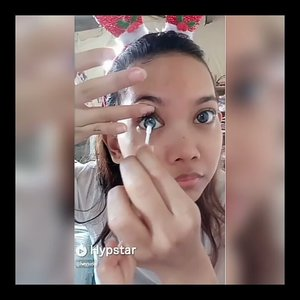 Tutorial pake softlens.. Tapi gajadi failed! Hahaha *ini di kamar adek w ya btw, soalnya kamar w tak layak pakai hahaha* . . . . . . . . . . @tha_lovistha  @hypstar.indonesia  #Beauty #HypstarIndonesia  #Clozetteid #Beforeafter #muajakarta #greenscreen #glamvids #make4glam #maryhadalittleglam #videosfashions #hypnaughtypower #makeupforbarbies #bretmansvanity #stylevideo #linerandbrowsss #softlens #contactlens #contactlenses #tutorialsoftlens #howto #tutorial #comedy #funny #failed
