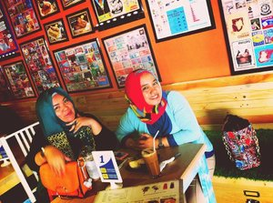 #Cafe #ToastBarn #Throwback #Cute #Curvy #Chic #ClozzetteID #Hangout