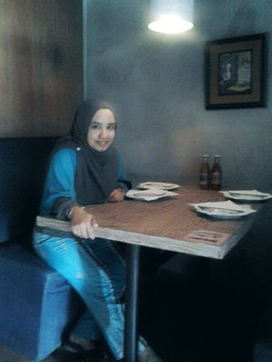 #Cafe #MilanPizzaria #Throwback #Curvy #Chic #ClozzetteID #Hangout