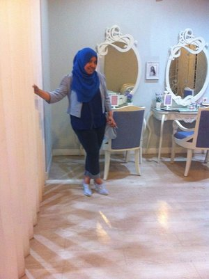 #Salon #Throwback #Cute #Curvy #Chic #ClozzetteID #Beauty #Jeans