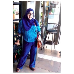 💙💙💙💙#instagram #instahijab #indonesia #indonesian #hotd #ootd #clozetteID #muslimfashion #lotd #fashion #blue