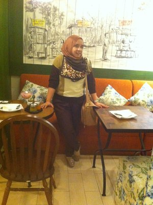 #Cafe #Seruput #Throwback #Curvy #Chic #ClozzetteID #Hangout