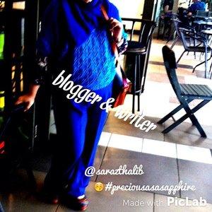 #love #casual #blogger #writer #model #muslimfashion #blue #clozetteID #hijab #instagram #instahijab #ootd #lotd #friday #preciousasasapphire