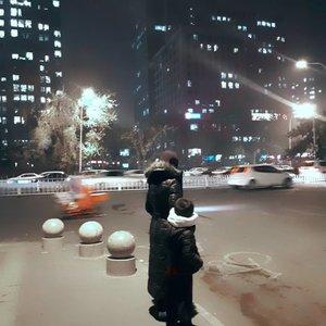 Terkadang kuberada di persimpangan, bimbang 💬  langsung pulang atau ngebolang ?👣 Sebelum bertemu lagi sama tumpukkan setrikaan 🙈...🔛 Baca di blog: 3 Pekerjaan Rumah Tangga yang Sering Ditunda. 🌐 Klik link di Bio.📍Asia Pasific Building, Yabao Lu, Beijing '19.#beijing #china #asiapasificbuliding #travelmom #travelphotography #clozetteid #pekerjaanrumahtangga #mamablogger #yabaolu #googlelocalguides