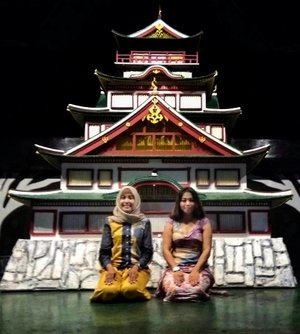 Osaka Castle 🏯 miniature  In shaa Allah nanti akan foto di Osaka Castle yang asli ya .  Itu kata Mbak Lia saat kami foto di dummy Osaka Castle sebelum makan malam di Riverside Restaurant .  Saya kenal Mbak Lia di SCKLM 2017 dan ternyata kita berdua dapat lotere Tokyo Marathon 2018 .  Semoga kita finish strong di #TokyoMarathon2018 . . . . .  #Run #Runner #Runners #WomenRunning #WomenRun #HijabiRunner #RoadtoHongkongMarathon #RoadtoHongkongMarathon2018 #RoadtoTokyoMarathon #RoadtoTokyoMarathon2018 #HongkongMarathon2018 #TokyoMarathon2018 #Clozetteid #Blogger #Bloggerstyle #Bloggerlife #BloggerPerempuan #BloggerPalembang #Bloggerswanted
