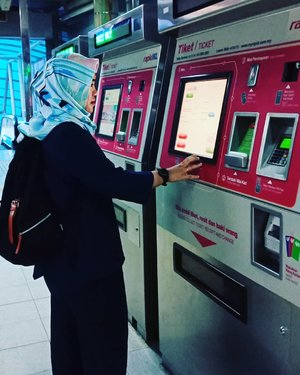 Tiba-tiba saya kangen sama stasiun Imbi haha.  Kangen menantikan Mrt,  lrt dan monorail kuala lumpur.  Mungkin karena kemudahan transportasi publik nya yang bikin saya ingin kembali ke Kuala Lumpur.Temen - temen yang pernah ke KL kangen pengen kesana lagi gak? #MONORAILKL #StesenImbi #stasiunimbi #KualaLumpur #travellingwithfriends #clozetteid