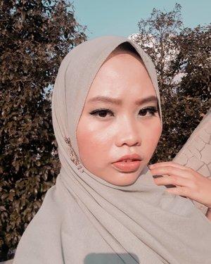 Princess Melati diminta ibunda untuk mengangkat jemuran saat golden hour ☀�(Jasmine tuh melati yekan?) ..#aladdin #aladdinmovie #aladdinmakeup #princessjasmine #clozetteid #eyemakeup #makeup #potd #jasminemakeup #greenmakeuplook #awholenewworld #disney #disneyprincess #tribepost #bandungbeautyblogger #motd #100daysofmakeup
