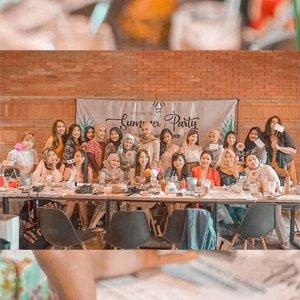 Foto agak pecah gapapa, asal jangan hati kita aja yang pecah 😜 Masih belum bisa move on dari keseruan #bdgbb2ndanniv #bdgbbsummerparty kemarin! Yuk baca ringkasannya di blogku, linknya di bio 😉 Decoration: @everafterplanner.id . . #clozetteid #bloggerperempuan #bloggersquad #team #tribepost #bdgbb #potd #lightroomedits #hijabi #partyplanner #anniversary #lunch #brunch #cafecolibri #events