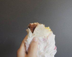 Sometimes I choose to makan > foto. Karena lapar bos :( Menu baru McD: Golden Sausage Wrap. Yang nggak bikin kenyang-kenyang amat. 😂😝 #Clozetteid #culinary #fastfood #shatastedthis