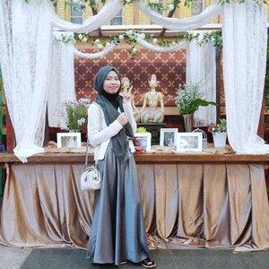 Selamat, kang @kahfiperdana dan teh Selly 🙋Di foto sendiri sih, padahal tadi gandengannya kanan-kiri. 😝 #clozetteid #shasoutfit #hijab #festive #hijabiootd
