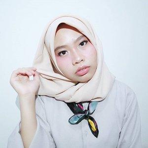 Masih uas. 😵 Padahal pengen cepet cepet mainan makeup lagi. 😶 ...#clozetteid #ClozetteDiversi3 #hijab #makeup #beautyandfashion #igarimakeup #hijabblogger #hijabi