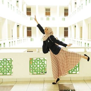 When the dorm plays your music you gotta dance but you have class in 5 minutes😂 .....#ClozetteID #COTW #NewYearNewShape #NewYearNewShapes #OOTD #Hijab #Casual #hotd #hijaboftheday #hijabootdindo #lookbookers #lookbookindonesia #ootdindo #indonesian_blogger #ootdasean #hijabfashion #hijabfeature_2015 #hijabi