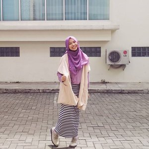 This is how I style my Brittany Outer from @ra_info. Can't play without color😜💜 ..#ClozetteID #shasoutfit #OOTD #Hijab #Casual #ra_info #creme #purple #bw #pencilskirt #brittanyouter #clozette #clozetteco #hijabootdindo #hijabi #hotd #hijabioutfit #ootdindo #lookbookindonesia #lookbooknu #lookbookers #hijabfashion #themodestymovement