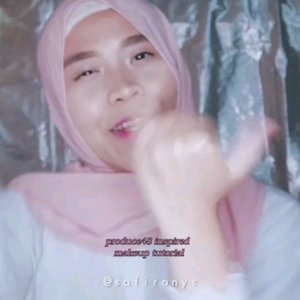 #produce48 makeup inspired look using @makeoverid products �Suka banget sama highlighter barunya Make Over: Riche Glow🌌Warnanya universal, sekali swatch langsung bikin glowing gemes. Bisa di-build sampai blinding. Yang paling penting sih, bikin semuka-muka ter-highlight gemes macem dedek dedek #pickmeup di Produce 48 😆..Mau glowing ala anak #pd48 juga? Beli Make Over Riche Glow di @sociolla pake kode SBNLA5OP biar dapetin diskon 50rb 🤗 Cuma ada di Sociolla aja ya, ga ada di counter 😛..#SOCOBOXMakeOver #SOCOBOXSBN #SOCOBOX #SOCOchallenge #tribepost #clozetteid #beauty #beautyvideo #koreanmakeup #makeupchallenge #makeuptransformation #MakeOver #MakeOverid #richeglow #glowing #highlighting