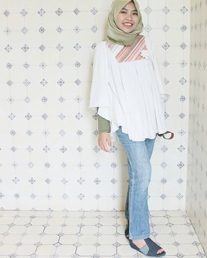 Can't resist these cute tiles! 😝 📸 : @arindatan#Clozetteid #hijab #casual #ootd #shasoutfit